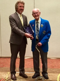 Ray Dillard accepting Hall Of Fame Induction from ANA President, Jeff Garrett (Photo: Oded Paz)